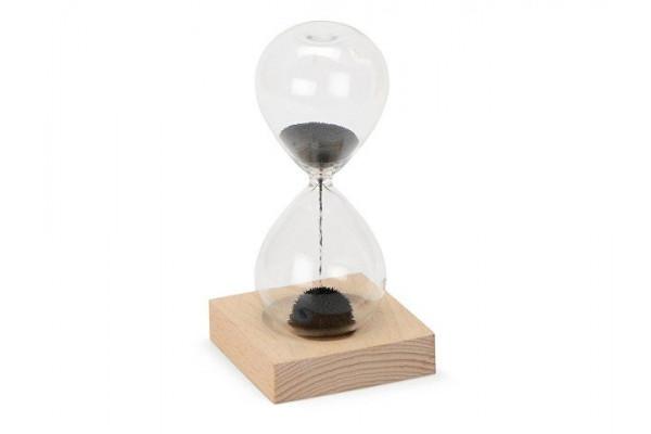 Песочные магнитные часы на деревянной подставке Infinity