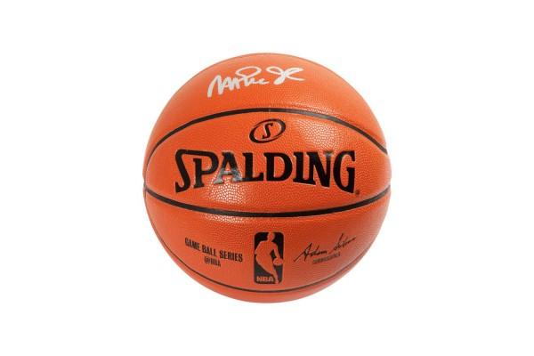 Профессиональный баскетбольный мяч с автографом Мэджика Джонсона